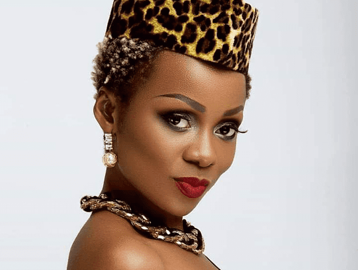 Mani Bella soutient Daphné; victime de viol