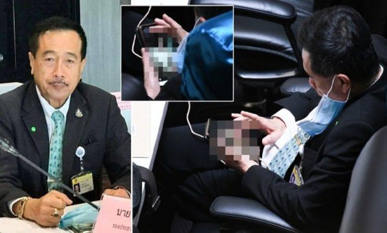 Thaïlande : un député surpris en train de regarder des images pornographiques sur son téléphone au Parlement