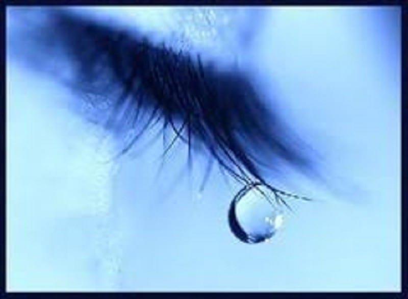 Brésil: des larmes de sang coulent des yeux d'une jeune fille (photos)