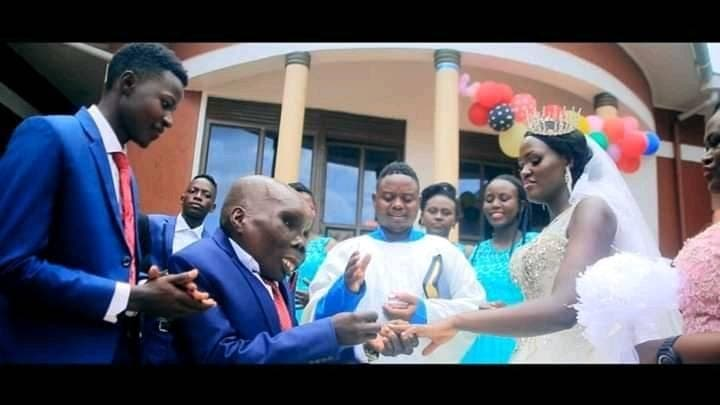 L'homme le plus laid de l'Ouganda se marie à sa deuxième femme