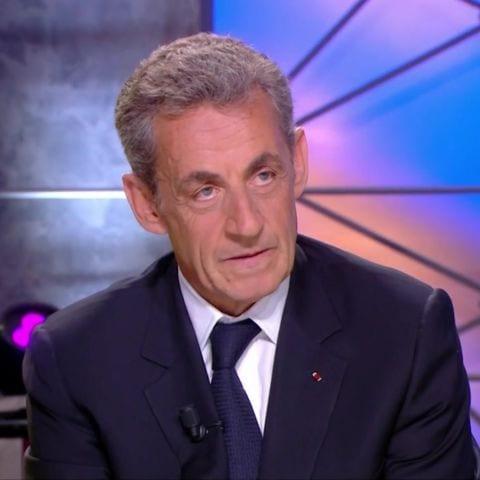 Nicolas Sarkozy crée un gros scandale raciste en direct à la télé