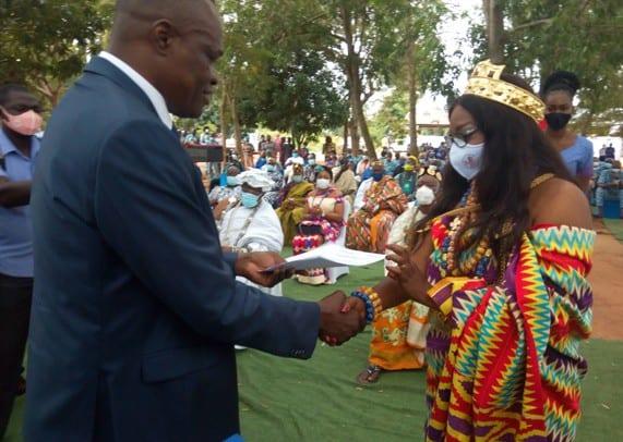 Voici la plus jeune reine du Togo