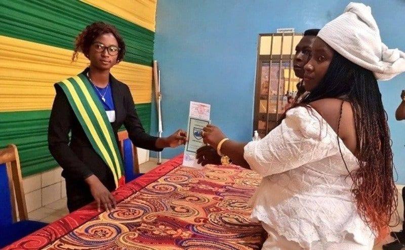 Togo: A 17 ans et en qualité de «maire», elle célèbre son premier mariage