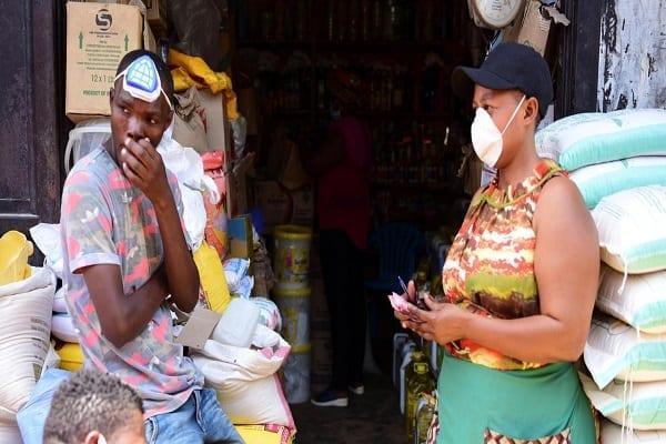 Cinq raisons pour lesquelles la COVID-19 a été moins meurtrière en Afrique