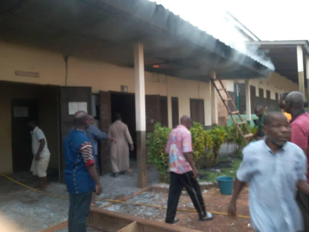 Duékoué, un bureau de vote incendié