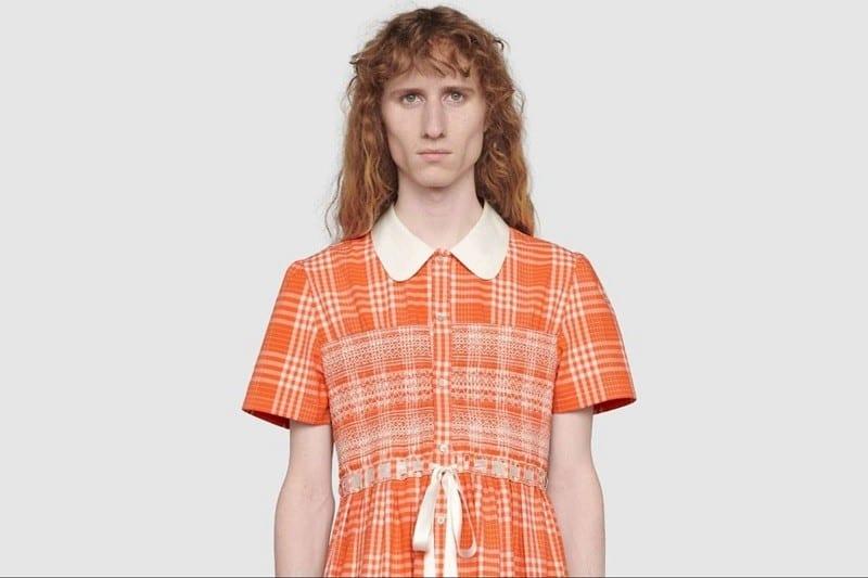 La marque Gucci sort un modèle polémique de robe pour hommes