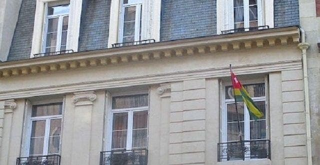 Insolite : un vaudou devant l'ambassade du Togo à Paris (photo)