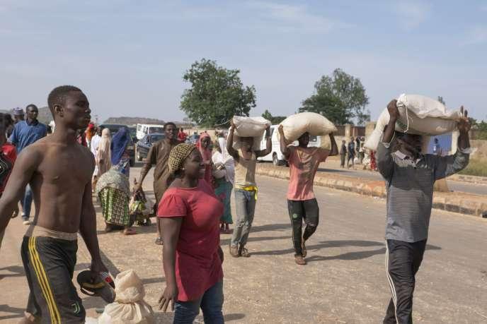 « Nous avions faim, ils cachaient la nourriture ! » : au Nigeria, des pillages dans plusieurs villes