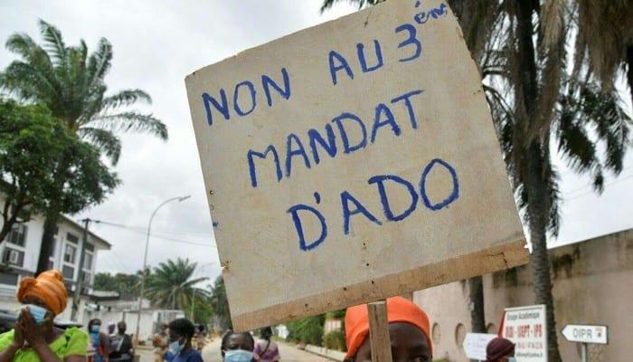 Présidentielle ivoirienne / Des anti-3e mandat entrent en action et barrent des routes