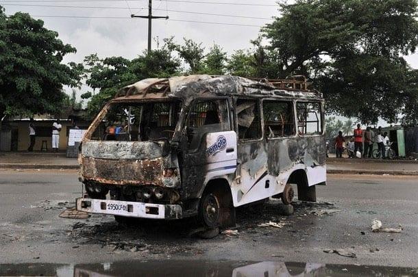 Tensions en Côte d'Ivoire / Des véhicules de transport incendiés à Yopougon