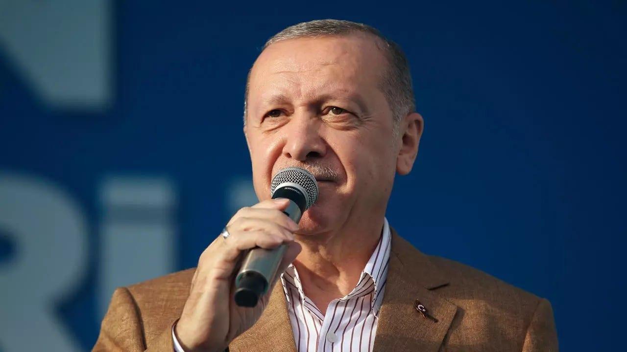 Tensions France-Turquie: Erdogan demande aux Turcs de boycotter les produits français