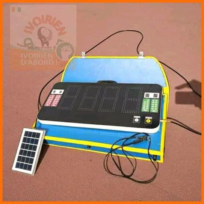 Un jeune ivoirien conçoit un tableau de remplacement électronique (Photos)