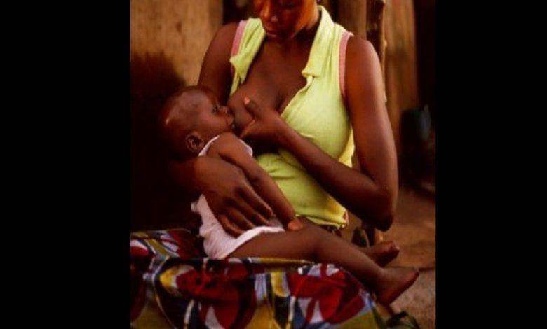 Une femme accusée d'avoir délibérément transmis le VIH au bébé de son amie en l'allaitant