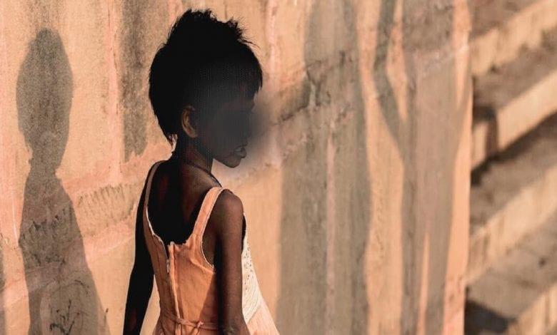 Une fillette de 6 ans meurt après avoir été violée par son cousin