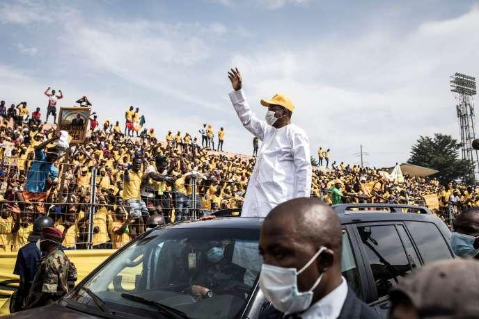"""Guinée: Alpha Condé """"force"""" la victoire dans un pays à feu et à sang"""