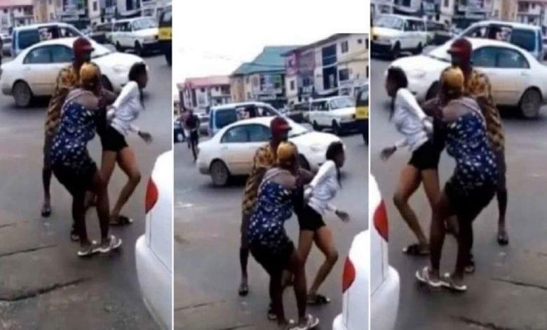 Elle devient folle après être descendue de la voiture de son petit ami (video)