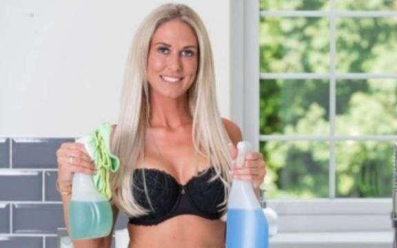 Une femme lance sa société de «nettoyage nue à domicile»
