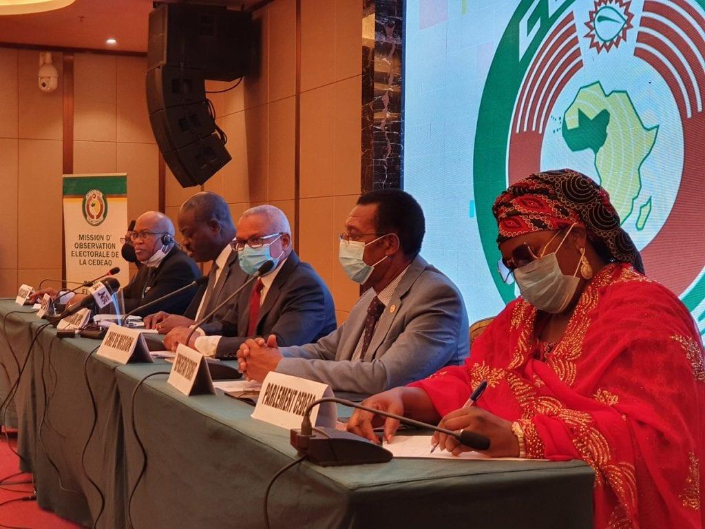 Guinée : des observateurs de la CEDEAO surpris avec d'importantes sommes d'argent