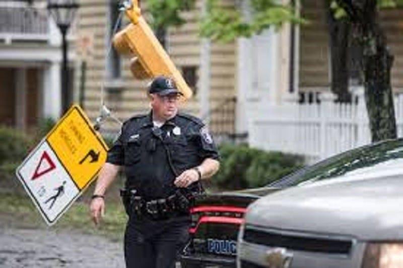 États-Unis : un policier suspendu pour avoir dit » Trump 2020″ au micro de sa voiture de patrouille