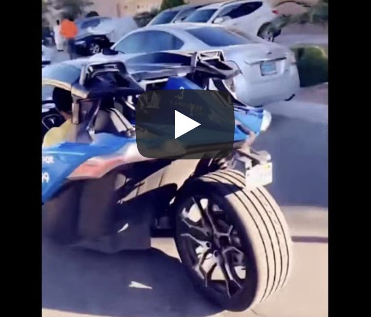 La voiture magnifique à trois roues du milliardaire sénégalais Mo Gates (Vidéo)