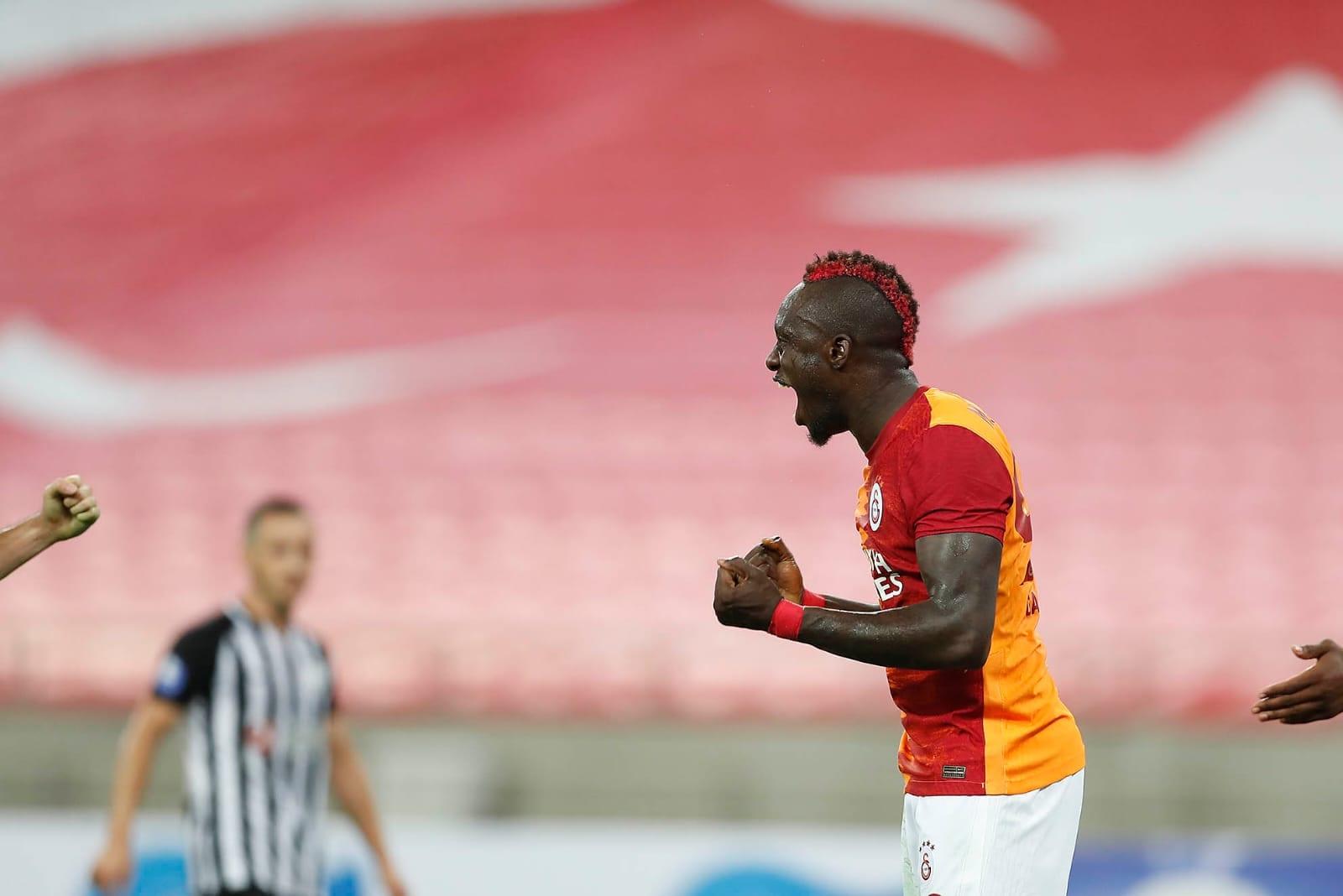 Turquie : Galatasaray met la pression sur les leaders grâce à un triplé de Mbaye Diagne