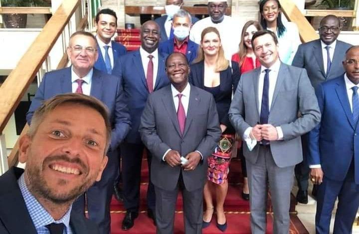 Après leur rapport en faveur du RHDP/ Des observateurs internationaux se prennent en selfie avec Ouattara
