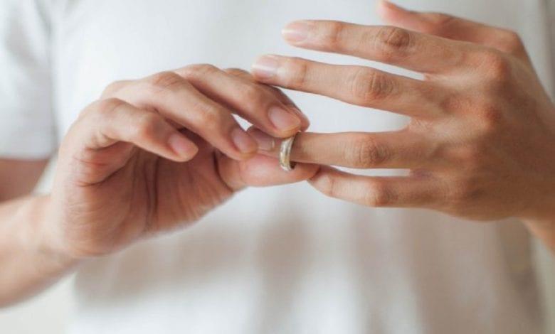 Etude : les hommes aux grosses voix sont plus susceptibles d'être infidèles