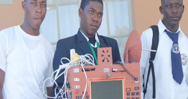 Namibie : L'élève ayant inventé le téléphone sans carte sim porté disparu