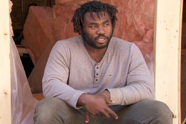 Khaleel Seivwright : le menuisier africain qui construit gratuitement des abris pour les sans-abri au Canada
