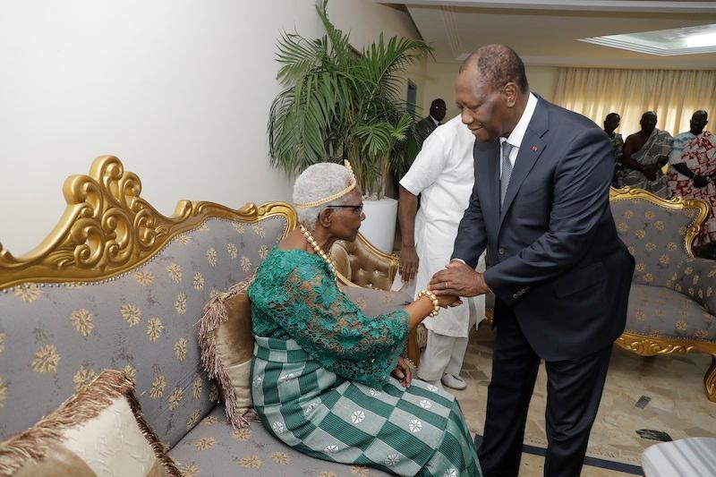 La Reine de Sakassou exige la levée du blocus autour de la résidence de Bédié