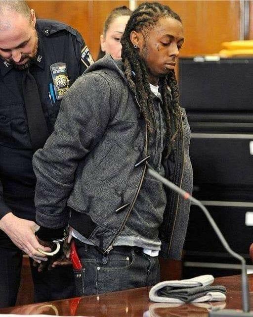 Lil Wayne, inculpé, risque jusqu'à 10 ans de prison pour possession d'arme
