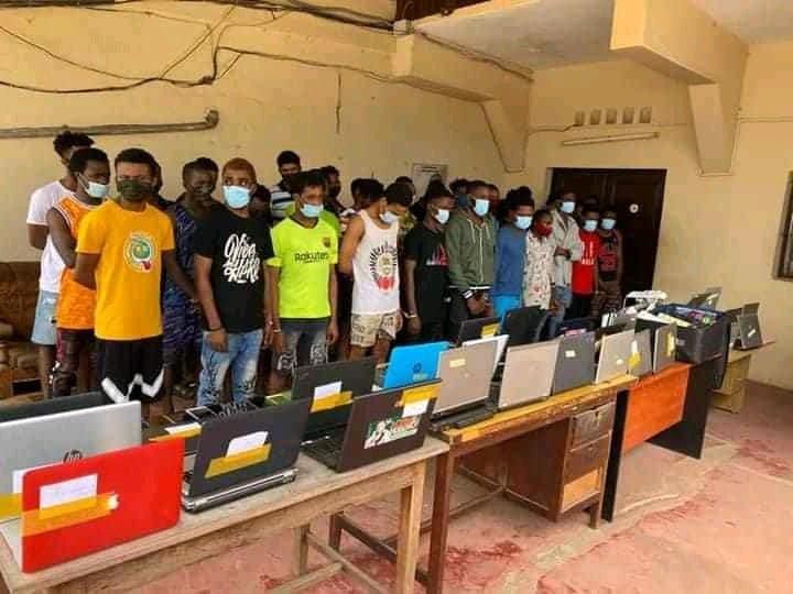 Lomé/Togo: 38 cybercriminels nigérians arrêtés par la police (images)