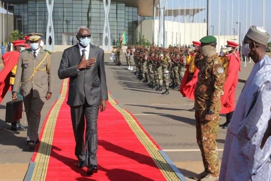 Le Chef de l'État malien Bah N'Daw se rend en France