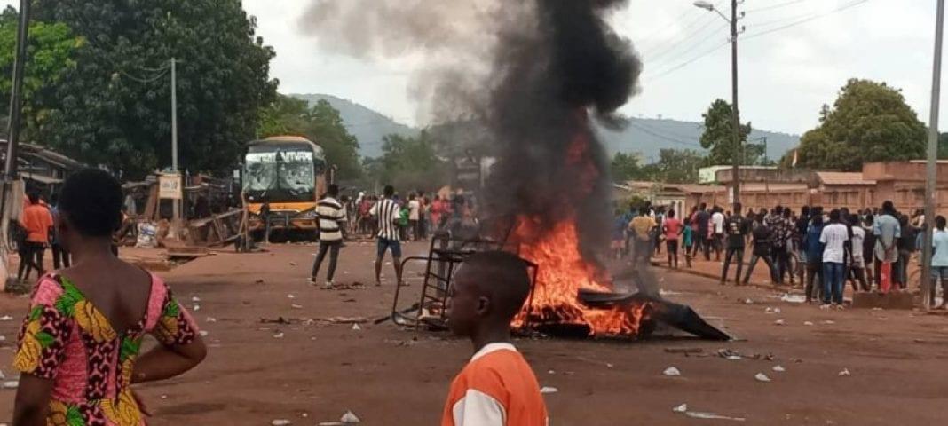 Manifestations à Koun-Fao : des édifices administratifs et un véhicule de transport détruits