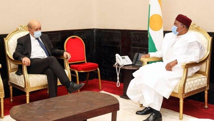 Message de Jean-Yves Le Drian au président du Niger/ Un désaveu pour Alpha Condé et Alassane Ouattara