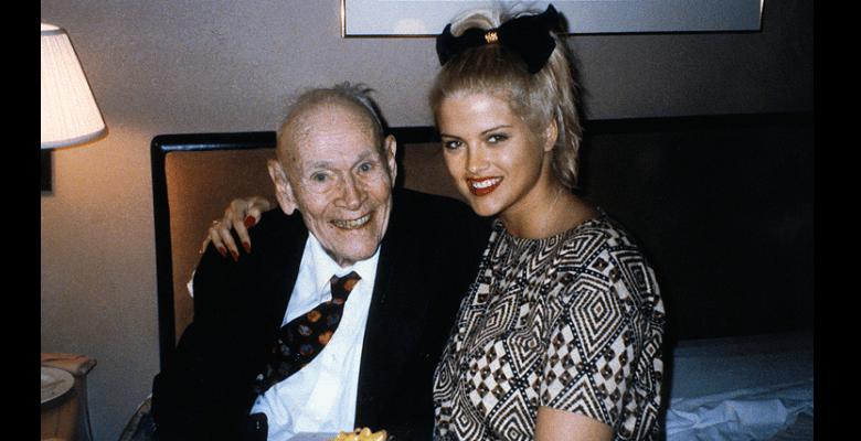 Retour sur le mariage entre le mannequin Anna Nicole 25 ans et le milliardaire Howard Marshall 89 ans qui avait fait le buzz