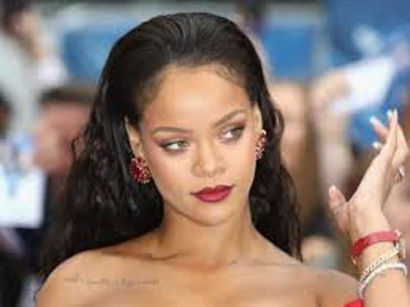 Rihanna: la chanteuse enflamme la toile avec une photo d'elle en lingerie