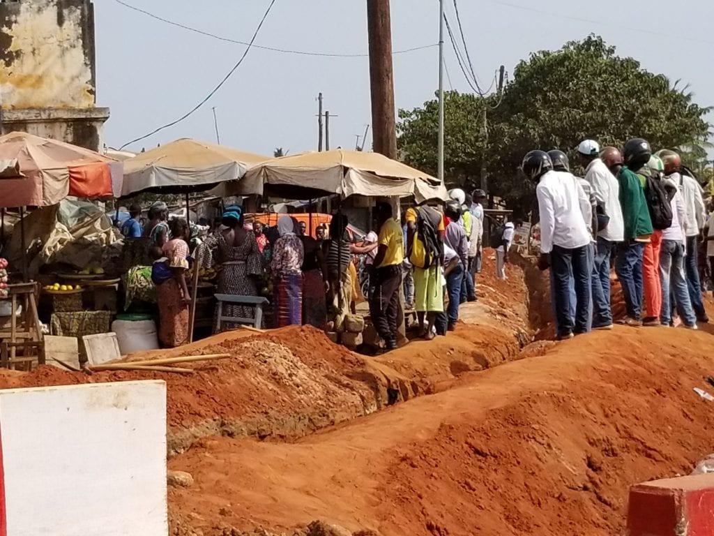 Togo : trois ouvriers engloutis sous le sable en plein travaux