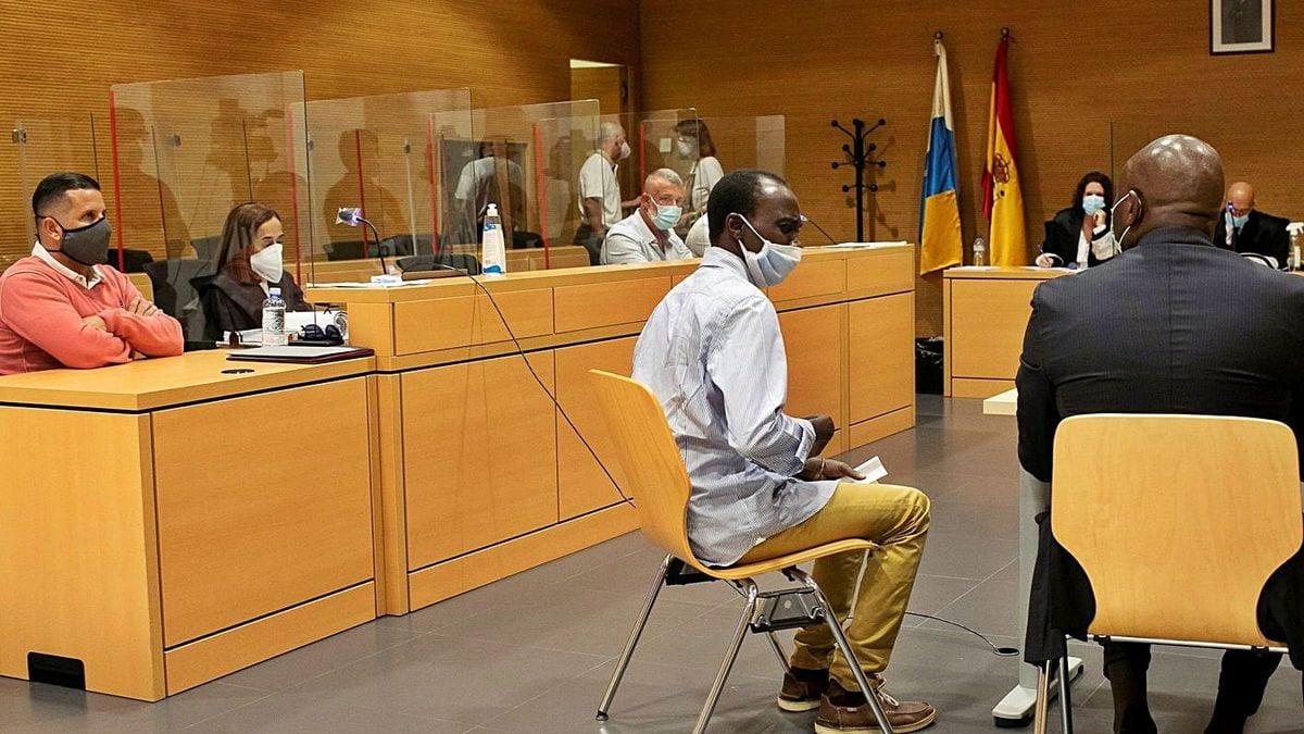Espagne : Un témoin a vu la police brutaliser un vendeur ambulant sénégalais…