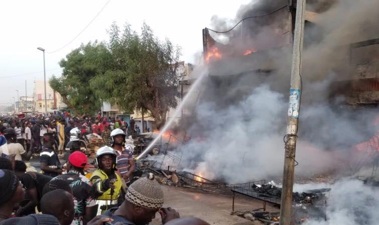Sénégal – Incendie marché Ocas, maladie mystérieuse: l'opposant Ousmane Sonko exhorte l'Etat à réagir