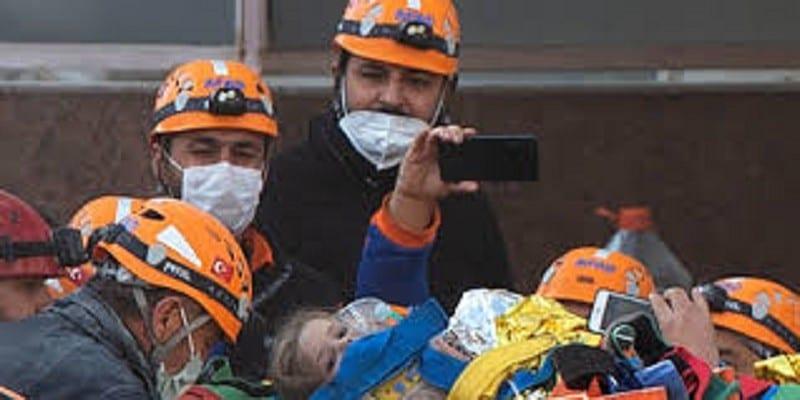 Turquie : une adolescente secourue des décombres quatre jours après le séisme