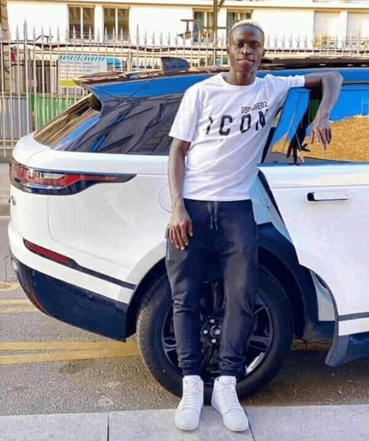 """1 an après qu'il ait été qualifié de """"laid"""", voici les nouvelles photos du joueur sénégalais Krépin Diatta"""