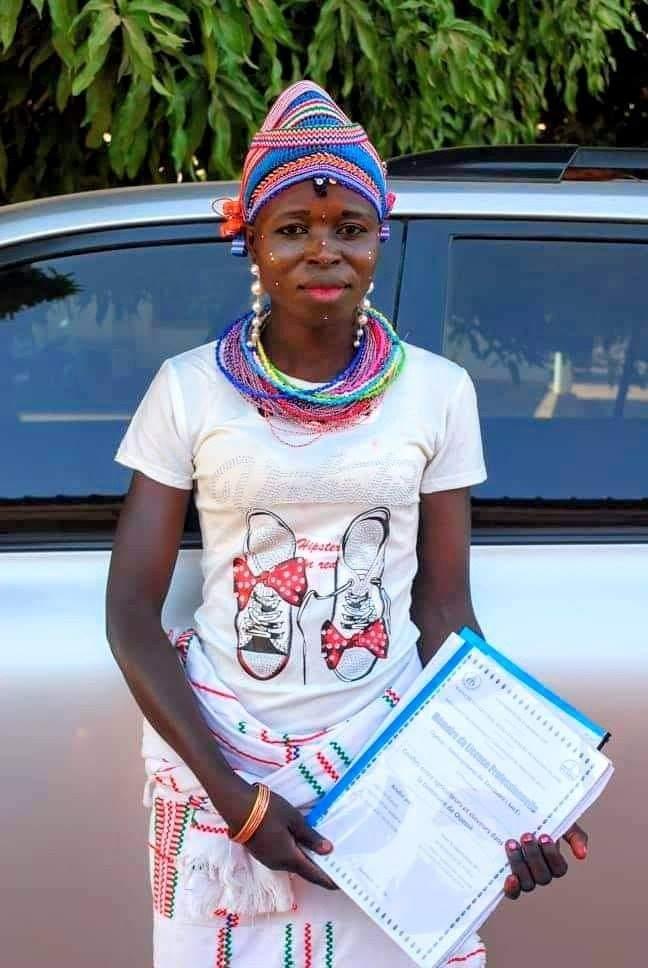 Bénin : cette étudiante surprend son jury avec son habillement lors de sa soutenance
