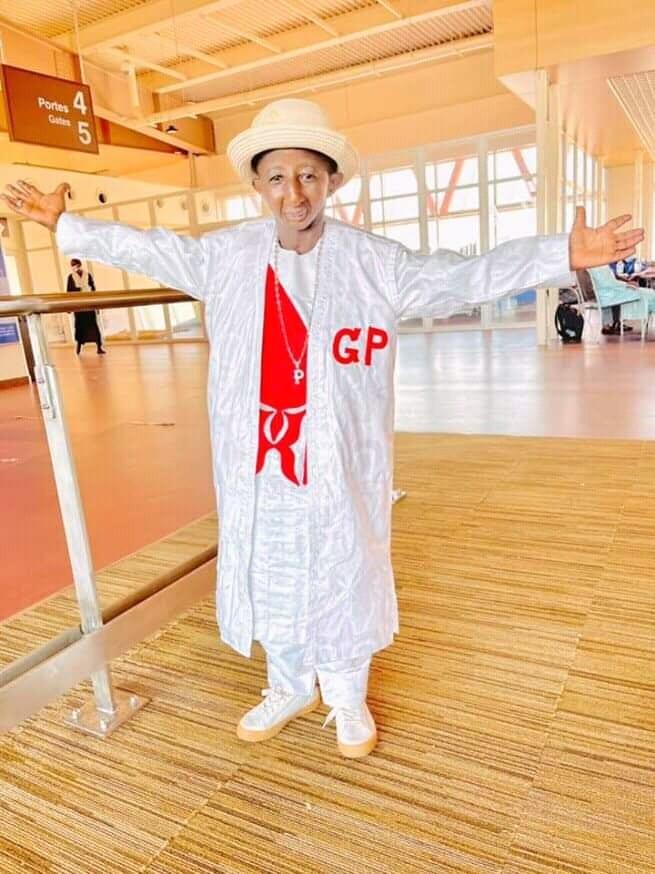 Grand P veut prendre une photo avec le président AlphaCondé