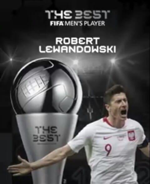 FIFA The Best: Robert Lewandoski remporte le trophée du meilleur joueur de l'année.