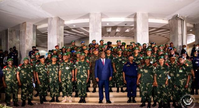 """Les hauts gradés de l'armée et de la police réaffirment leur """"loyauté inébranlable"""" à Félix Tshisekedi"""