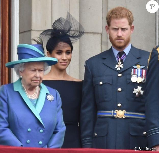 Elizabeth II s'apprête à destituer le couple Harry-Meghan des titres royaux