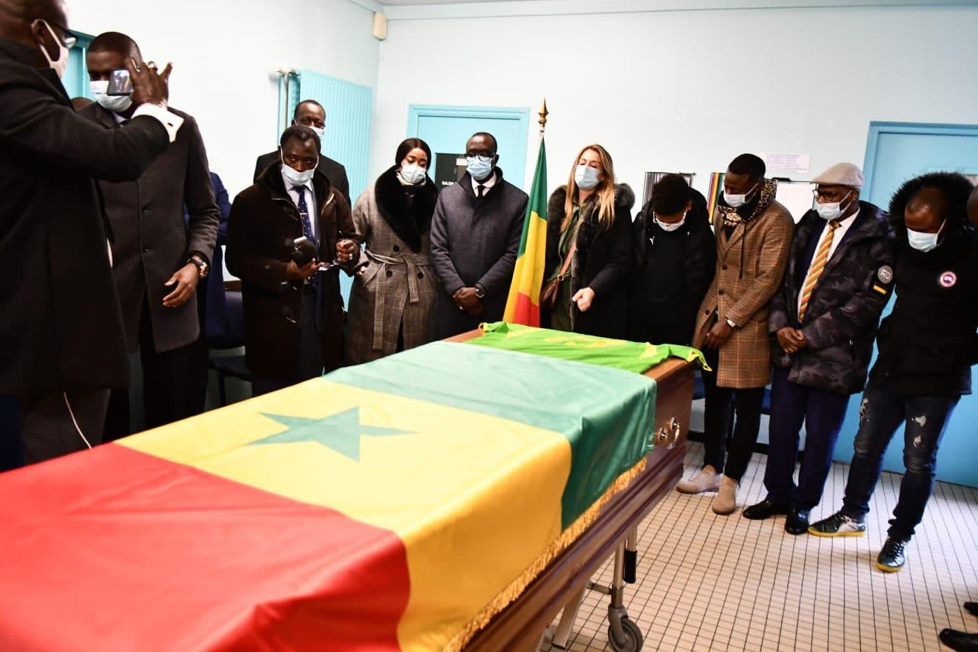 (Tout en images) : Levée du corps de la dépouille de Pape Bouba Diop à Lens