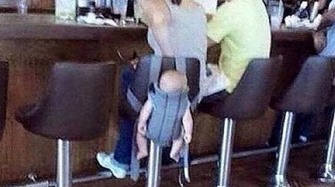 Une mère suspend son bébé à un tabouret et indigne latoile