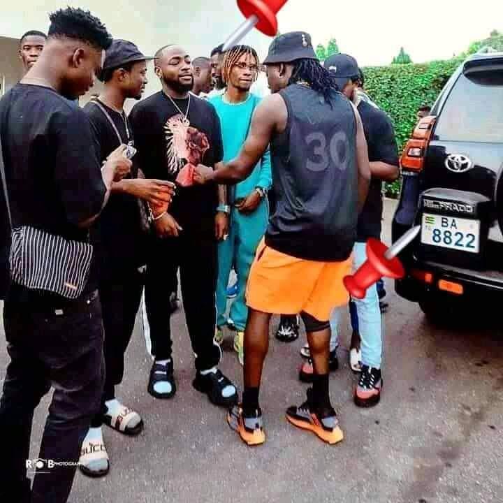 Davido invité par Emmanuel Adebayor à Lomé ?
